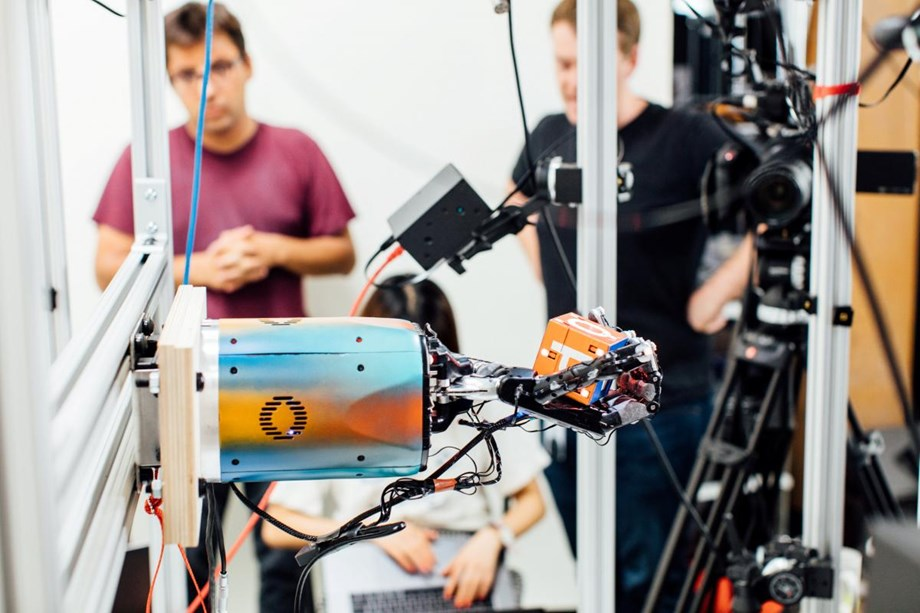 Robot hand learns real world moves in virtual training