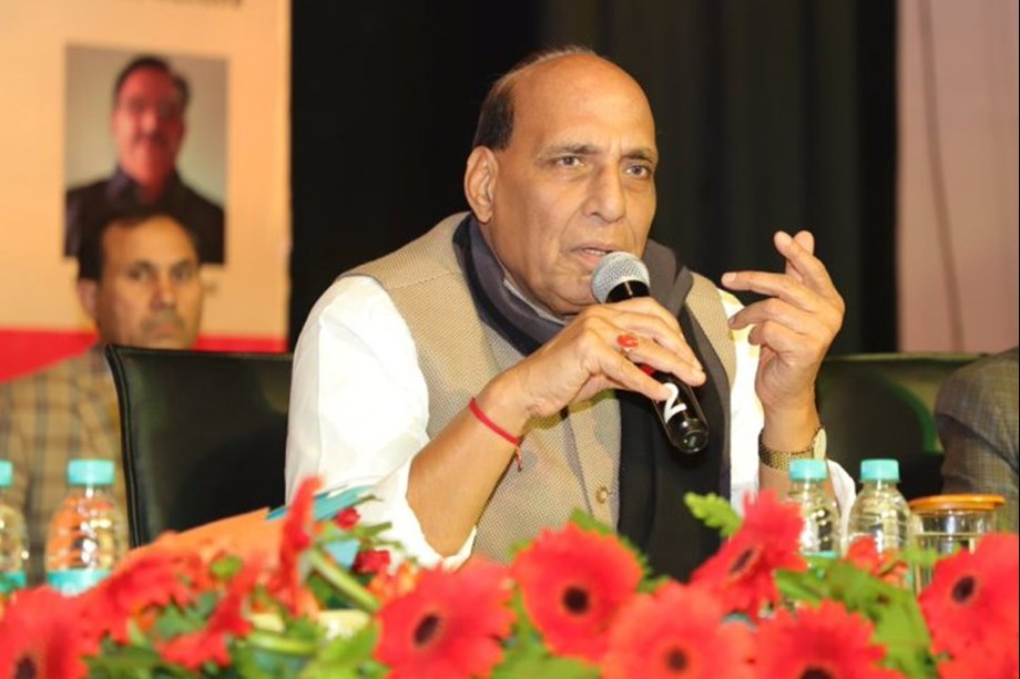 Rajnath takes jibe at Congress over leadership crisis