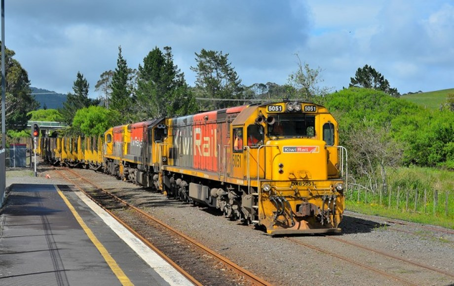 Auckland Transport and KiwiRail to install automatic safety gates