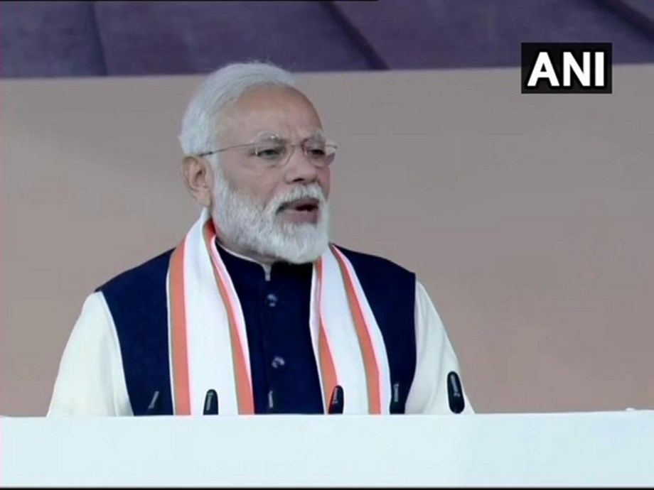 Country should not have a govt with remote control in hands of dozen people: Modi