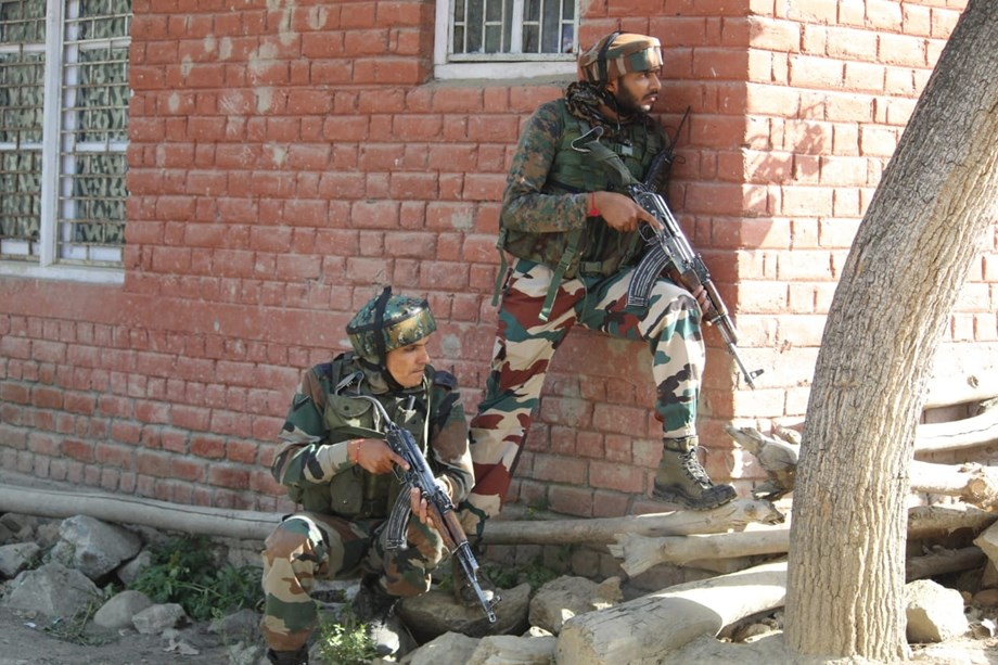 Pakistani troops violates ceasefire along LoC in J-K: Reports