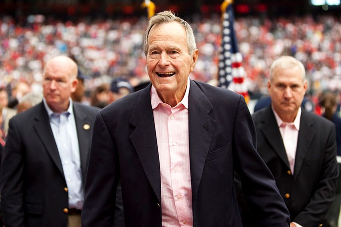UPDATE 6-Washington pays respects to Bush as he lies in state at Capitol