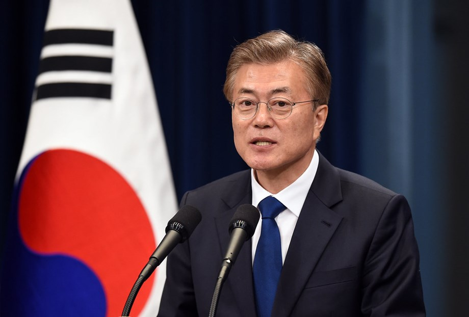 Moon calls for 'peace economy' with N Korea, slams Japan