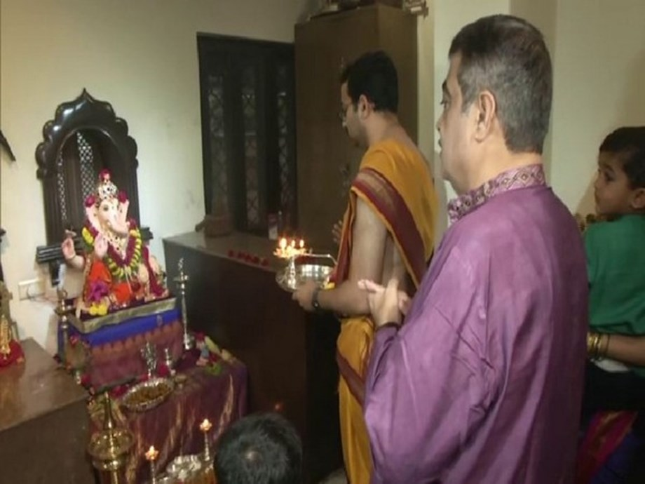 Nitin Gadkari celebrates Ganesh Chaturthi at his residence in Nagpur