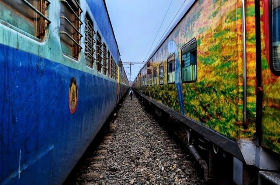 Armed robbers attack Delhi-Bhagalpur Express, loot valuables worth nearly Rs 3 lakh