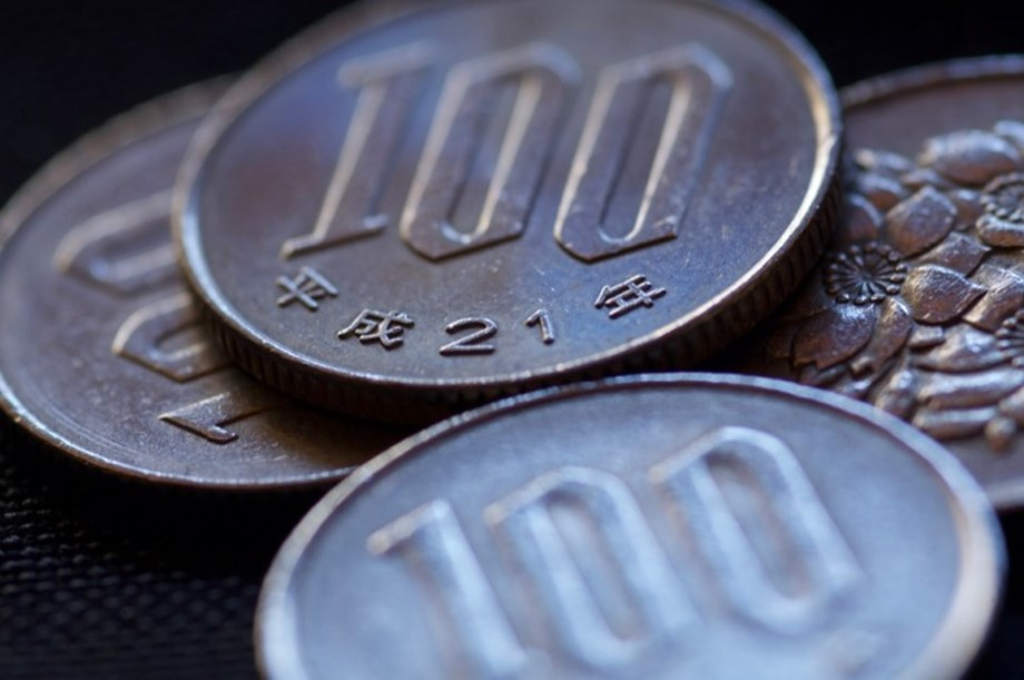 FOREX-Dollar, yen supported as caution prevails on mixed trade signals