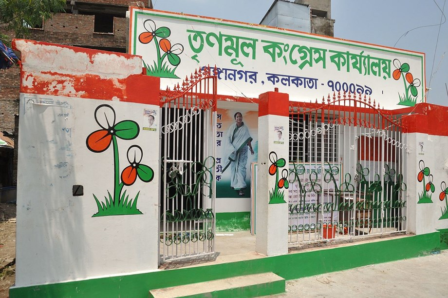 Bangladeshi actor kicks up a row by seeking votes for TMC nominee Sugata Roy