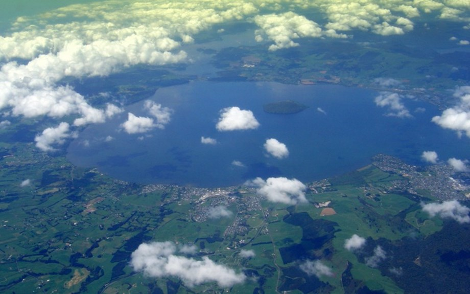 Scientists survey of lakes to build clear picture of geothermal resources
