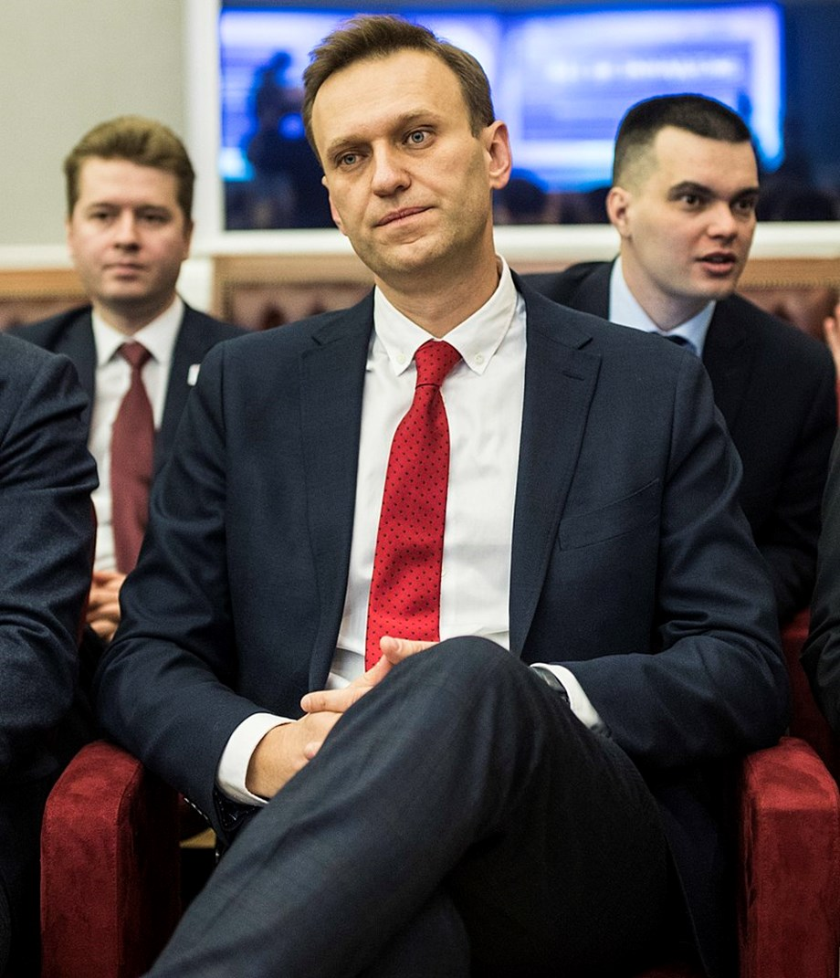 UPDATE 1-Kremlin critic Navalny says prosecutors want to seize his home