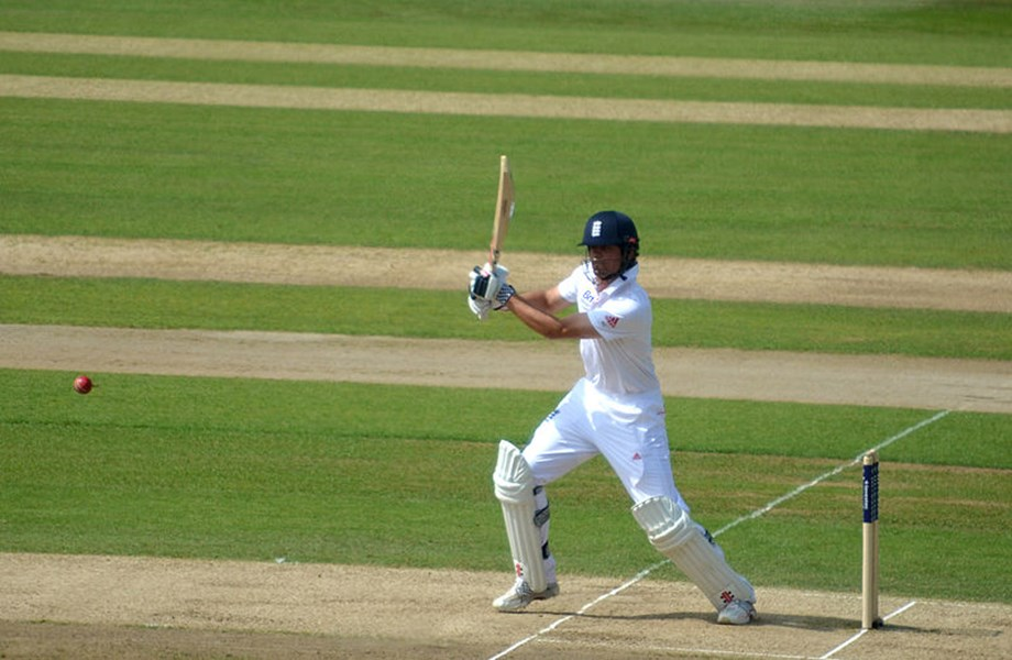 Alastair Cook slams 33rd Test century in final test innings