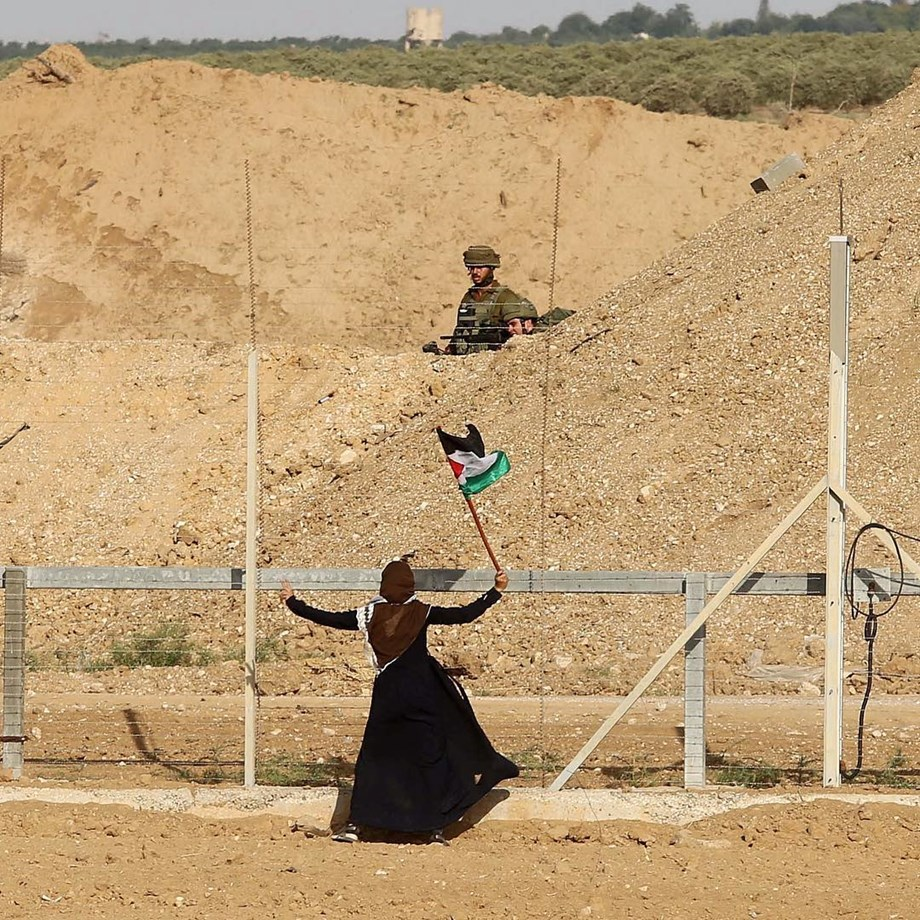 Israeli forces shoot down Palestinian woman during protests along border