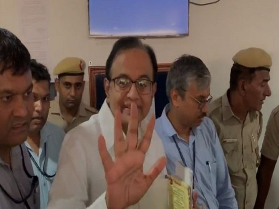 Chidambaram gets family to post Twitter msg, says no officer has done anything wrong