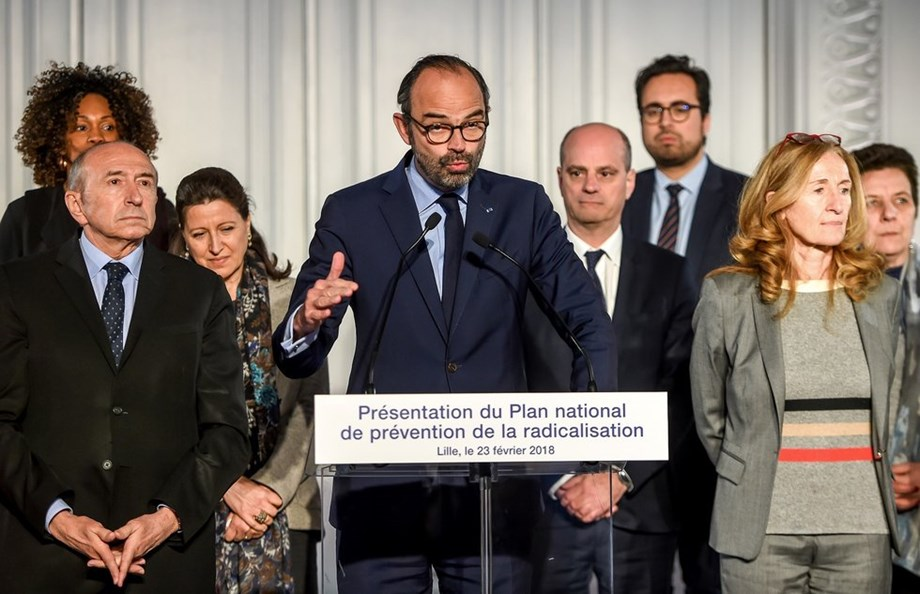 France to slash public spending in fossil fuel despite fuel tax suspension