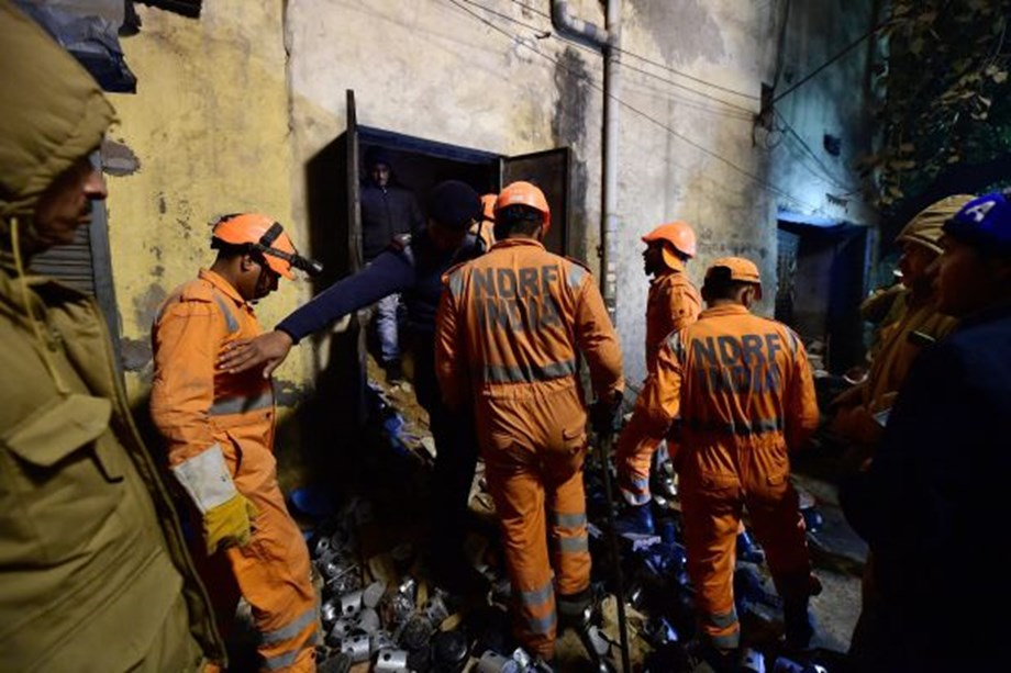 Delhi factory collapse: Woman lost her child, husband