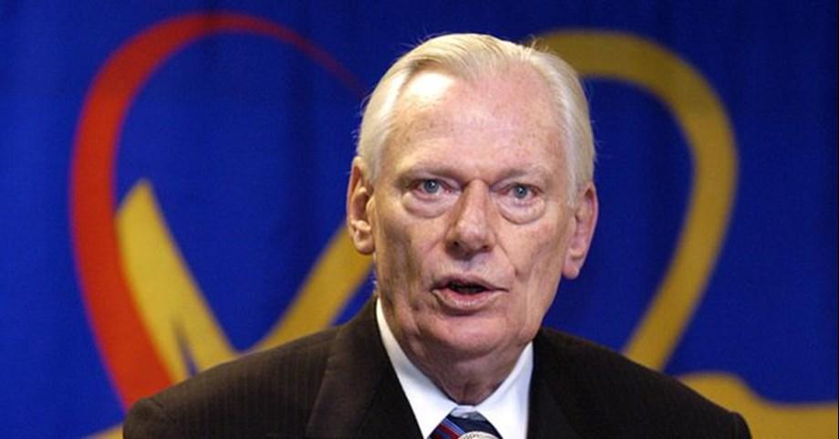 UPDATE 2-Pioneering Southwest Airlines co-founder Herb Kelleher dies at 87