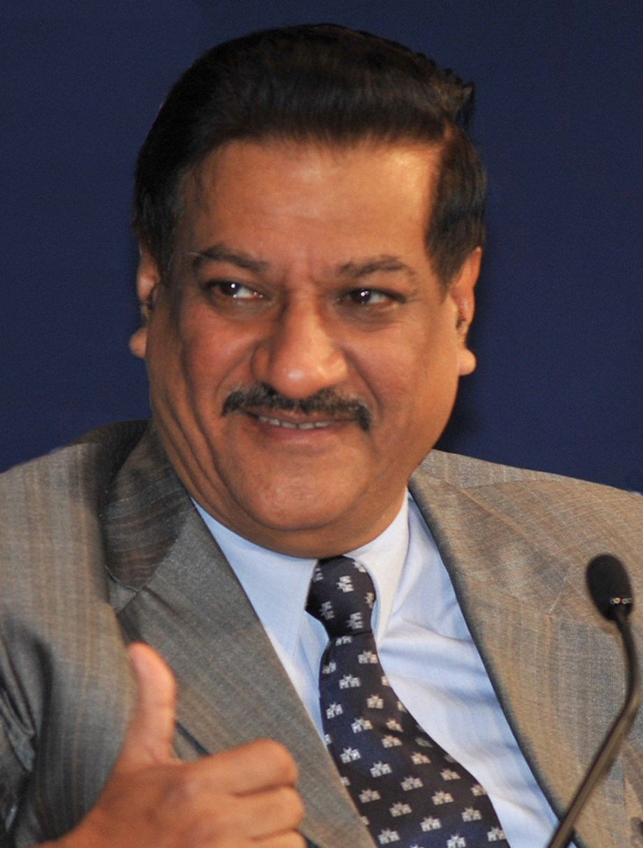 Chavan slams Centre for letting pvt hospitals charge for COVID-19 vaccine - Devdiscourse