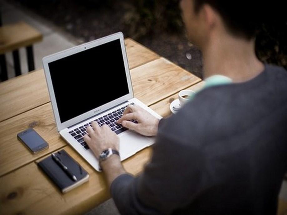 US aviation regulator bans select MacBook Pro laptops from flights