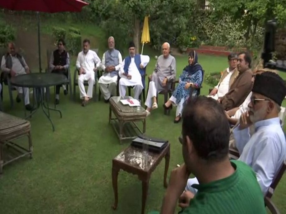 Srinagar: All-party meeting underway at Farooq Abdullah's residence