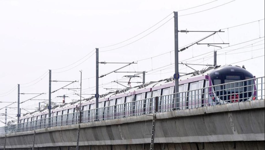 Signal issues affects Delhi metro blue line