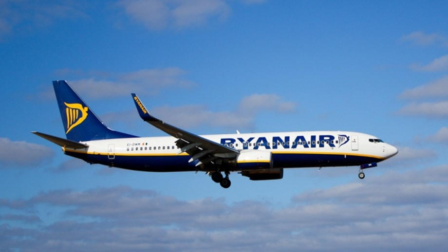 Irish carrier Ryanair strikes wages, benefits deal with German pilot union VC