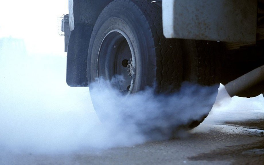 Chinese hammer against pollution to impose tougher engine standards on trucks