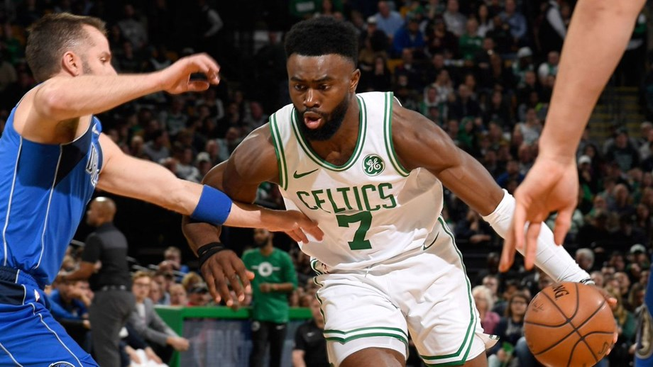 Celtics never trail in blowing out Mavericks