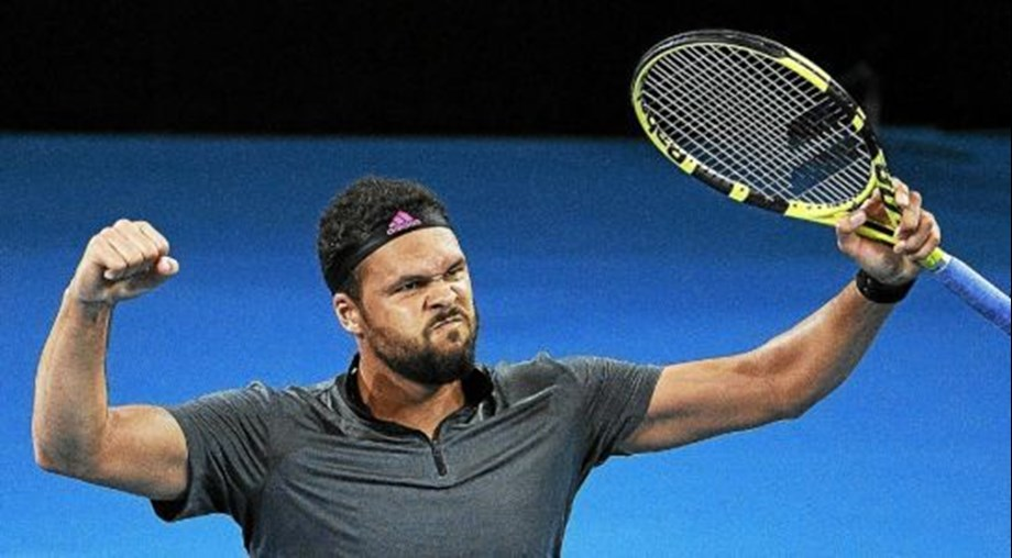 Tsonga upsets de Miñaur, becomes lowest-ranked semifinalist in Brisban