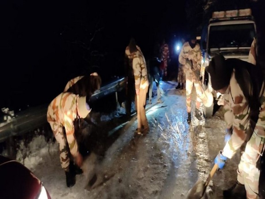 ITBP rescues 400 people stranded due to snowfall in Uttarakhand