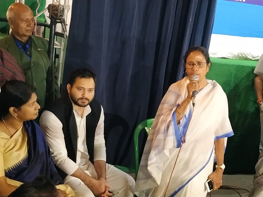Mamata Banerjee vows for bigger fight as she ends her strike against Modi government