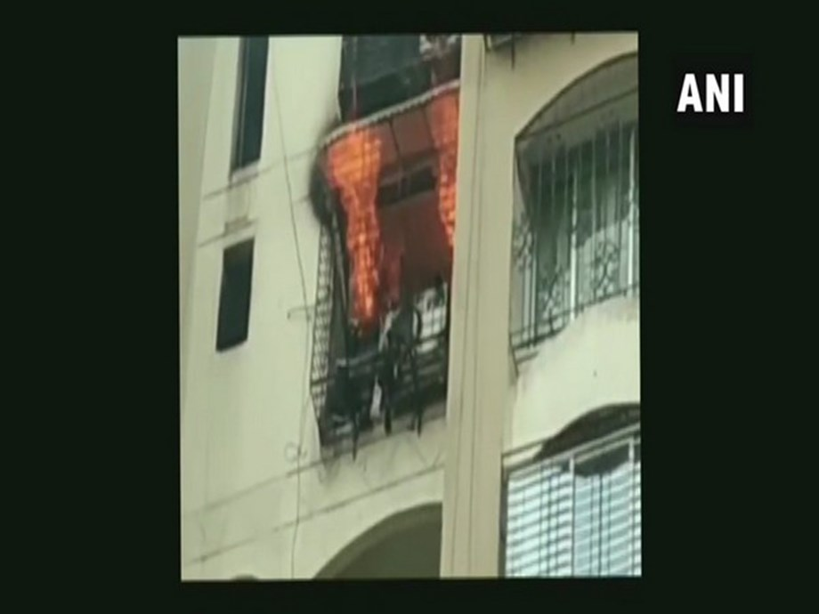Fire at Minar Tower in Mumbai