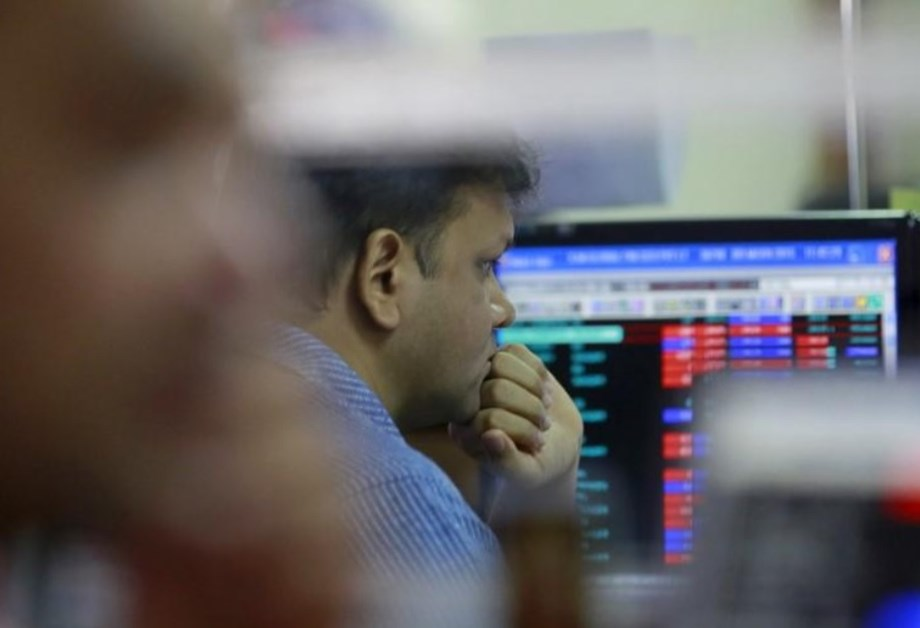 Indian stock market fall due to weak rupee