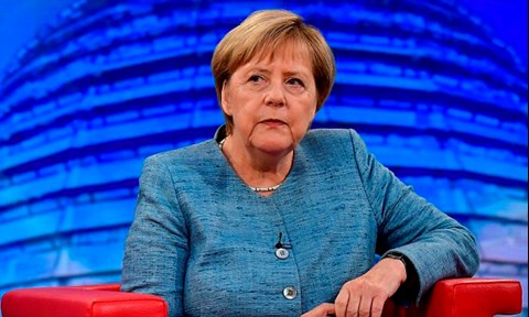 Merkel wants to defuse coalition crisis over spymaster this weekend