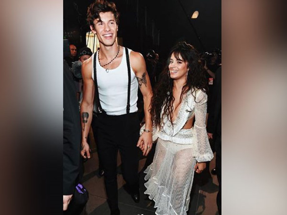 Shawn Mendes, Camila Cabello cuddle in his hometown