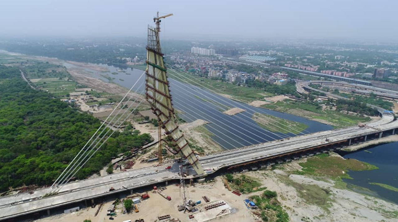 Delhi police issued 100 challans on Signature Bridge in a single day