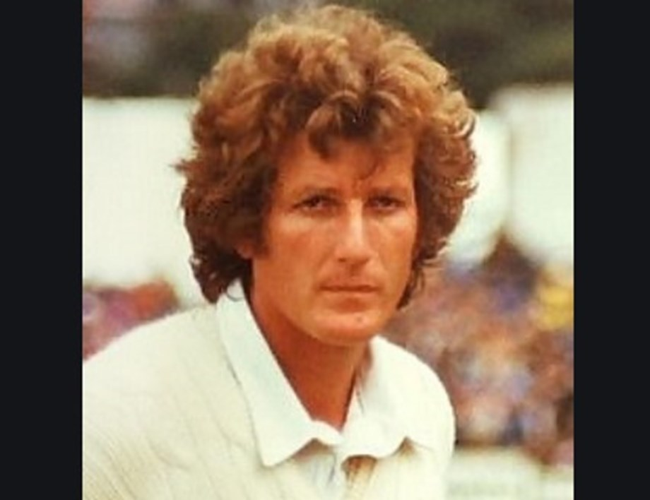 UPDATE 2-Cricket-Bob Willis, ex-England captain and Ashes hero, dies aged 70