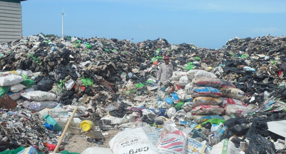 Nations pledge to curb use of plastic  at UENA