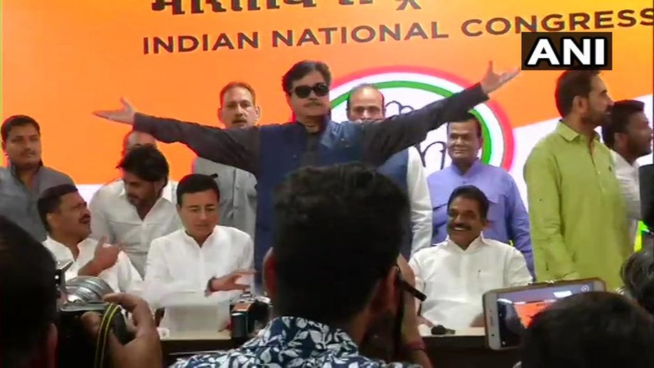 Shot gun Shatrughan joins Congress, set to take Ravi Shankar from Patna Sahib