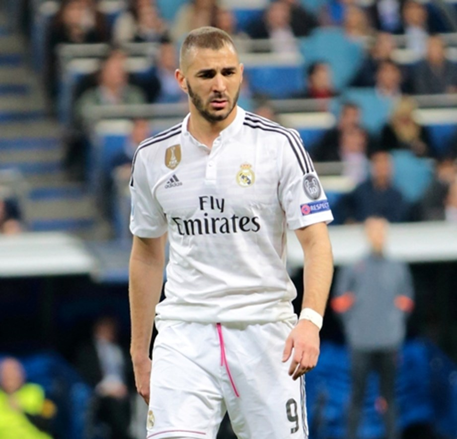 UPDATE 1-Soccer-Benzema brace gives Madrid victory over Eibar