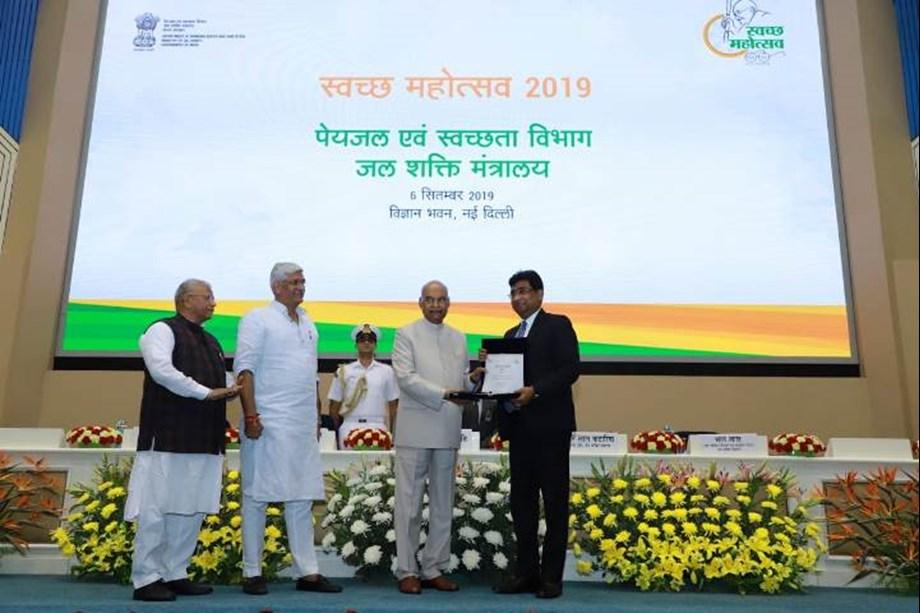 Chairman of Railway Board receives swachhata award from President