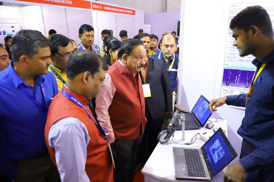 IISF 2019: Dr. Harsh Vardhan motivates students to work on innovative ideas