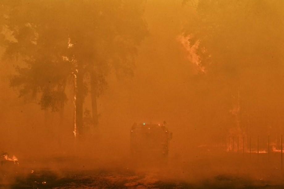 Australian firefighters await 'flooding rain' as people struggle to breathe