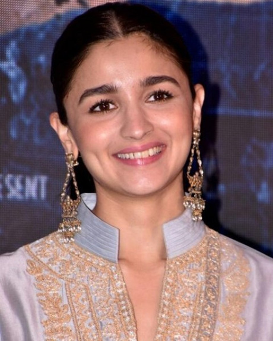 Alia Bhatt records romantic song for 'Sadak 2'