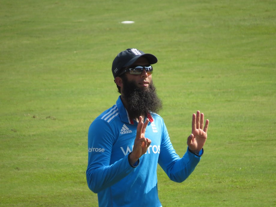 Moeen stars as England post 204-7 in 2nd T20