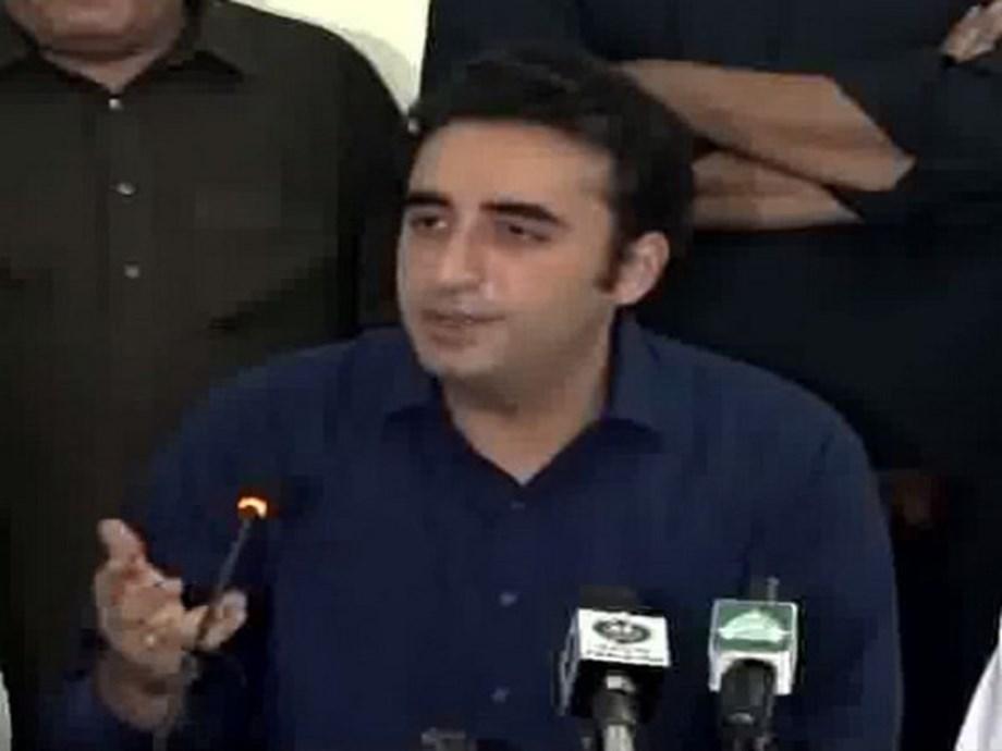 'Selected PM' dances to umpire's tunes: Bilawal ridicules Imran