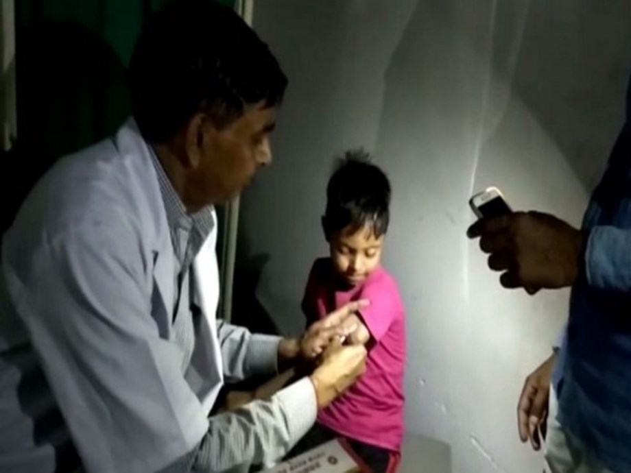 UP: No power, doctors to treat patients under flashlights