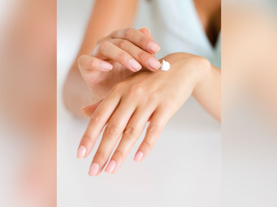 Researchers discover how a cosmetic cream is molecularly structured