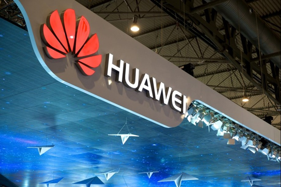 UPDATE 1-Huawei exec says goal to be world's top phone maker some time off