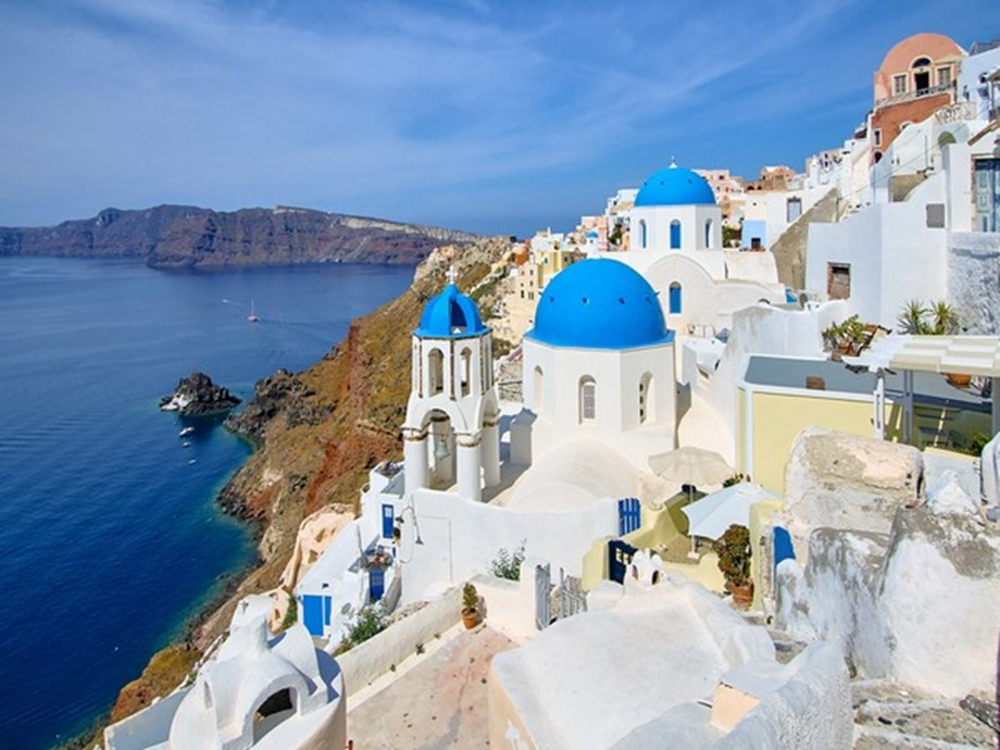 Visit Greece for a perfect romantic getaway!