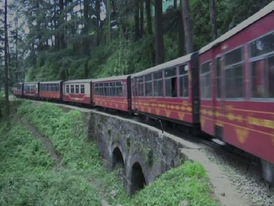 Shimla-Kalka special heritage train attracts scores of tourists