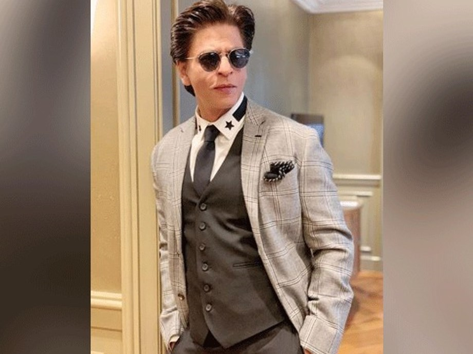 Want to play good characters to make AbRam understand why people love me: Shah Rukh
